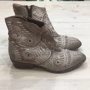 Matisse Fiesta leather studded stitched bootie sz7